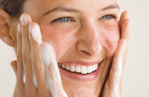 http://www.tilthbeauty.com/blog/wp-content/uploads/2013/05/exfoliating-skin.jpg